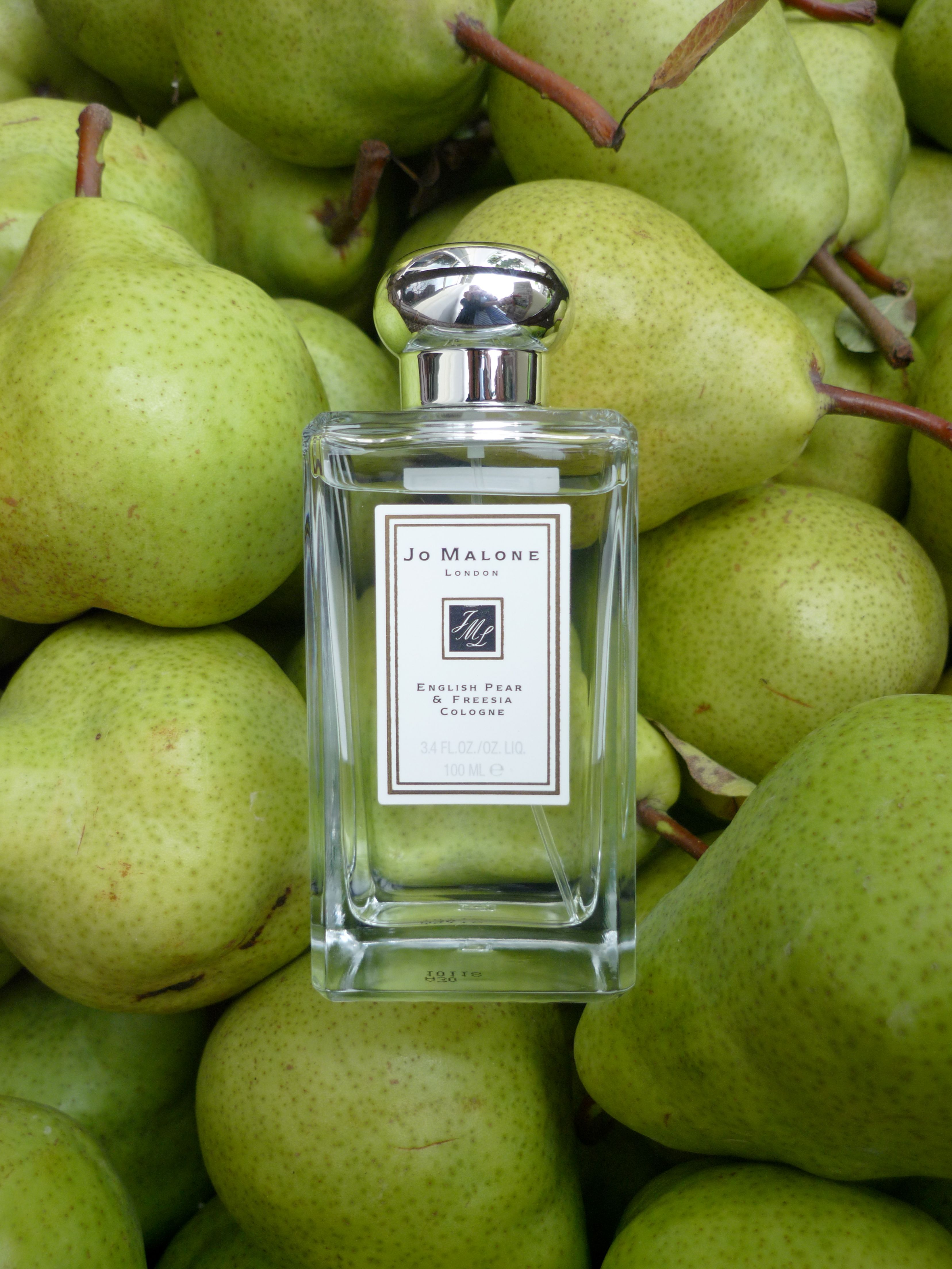 Jo Malone English Pear and Freesia 100ml with background